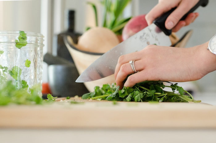 Top 5 Tips For Living Healthier In College - Cook your own food