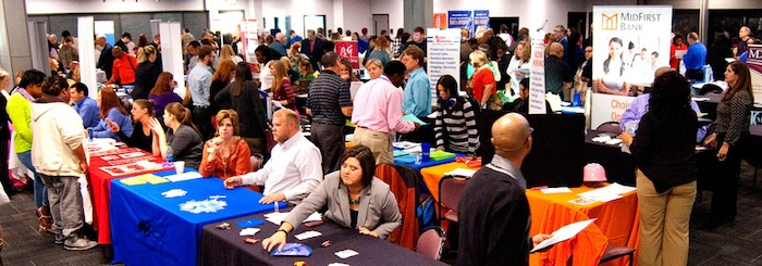 Top 5 Tips for Recent College Graduates as Summer Ends - job fairs