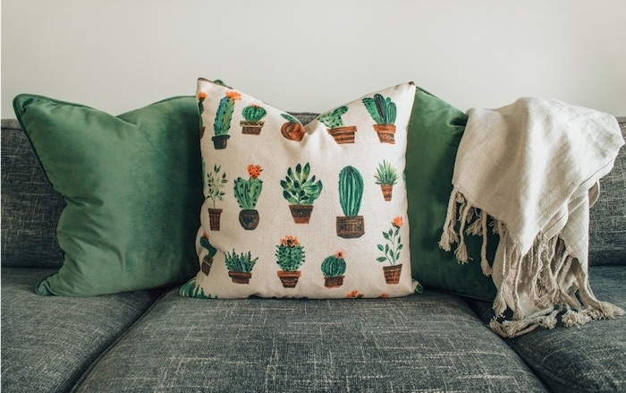 Top 5 Inexpensive Ways to Decorate Your Dorm - Decorate Furniture