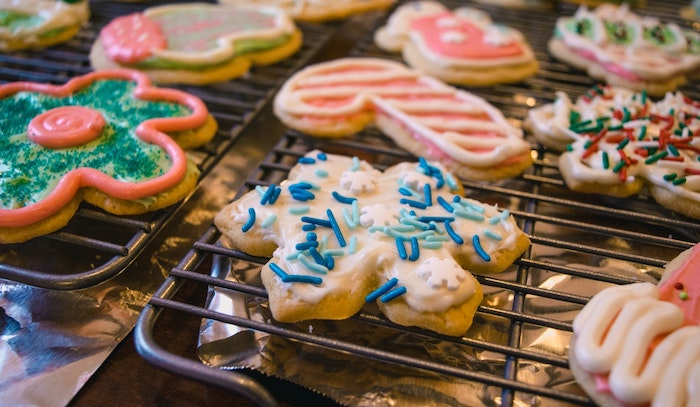Top 5 Ways to Give Back this Holiday Season - bake sale cookies