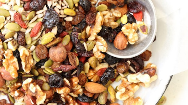 Top 5 Healthy Snacks You Should Always Have In Your Dorm Room - Trail Mix