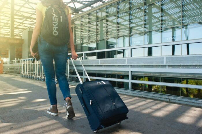Top 5 Tips to Stay Safe While Traveling
