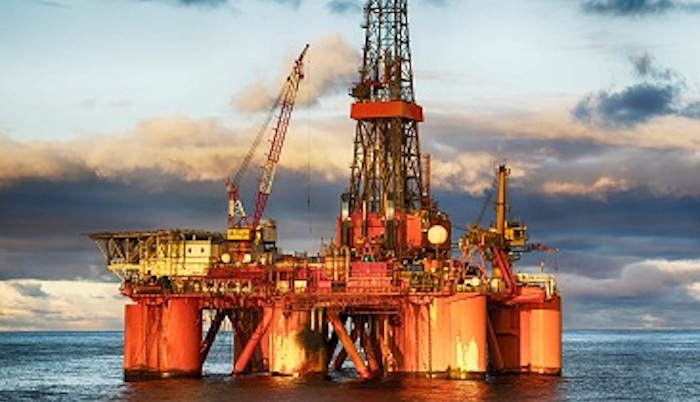 Top 5 of the Most Dangerous Jobs to Have - Off Shore Oil Rigger