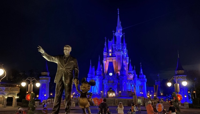 Top 5 Ways To Avoid The Lines In Disney World - Go Later In The Day