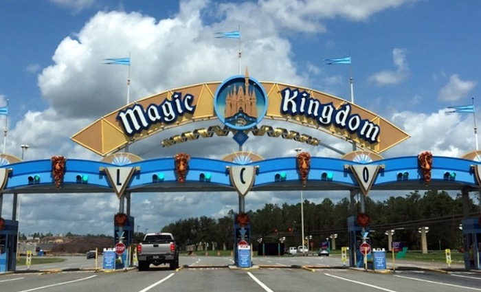 Top 5 Ways To Avoid The Lines In Disney World - Rope Drop
