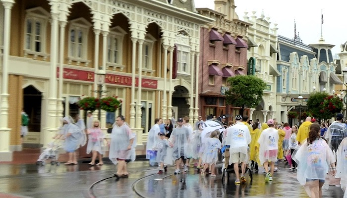 Top 5 Ways To Avoid The Lines In Disney World - Wait Out The Rain
