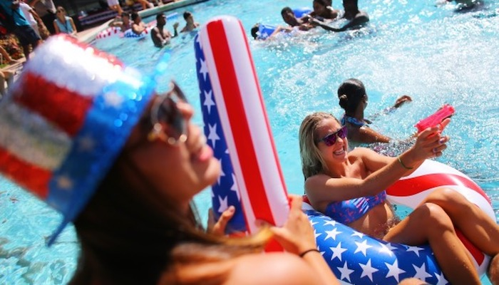 Top 5 Ways To Celebrate The 4th Of July - Swimming : Pool Party
