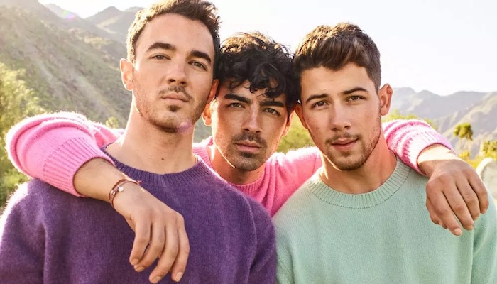 """Top 5 Celebrities You Had On Your Bedroom Wall If You Were A """"Fangirl"""" Growing Up - Jonas Brothers"""